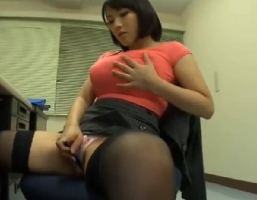 【澁谷果歩】ショートヘアのOLがタイトスカートをめくってオナニーに耽る。ガキんちょにオナニーを見られるもそのままセックスしてしまう!
