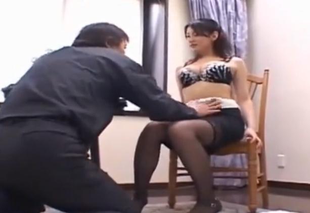 【北原多香子】ムチムチお姉さまがランジェリー姿で中年男を誘惑!ねちねちしたピストンに美乳を揺らしながらアヘ声を出してよがりまくる!