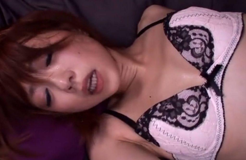 【二宮沙樹】ショートヘア美少女が中年のおっさんのカラダをいじりまくり痴女となる!激しいピストンの後は顔射できれいな顔を精子で汚す。