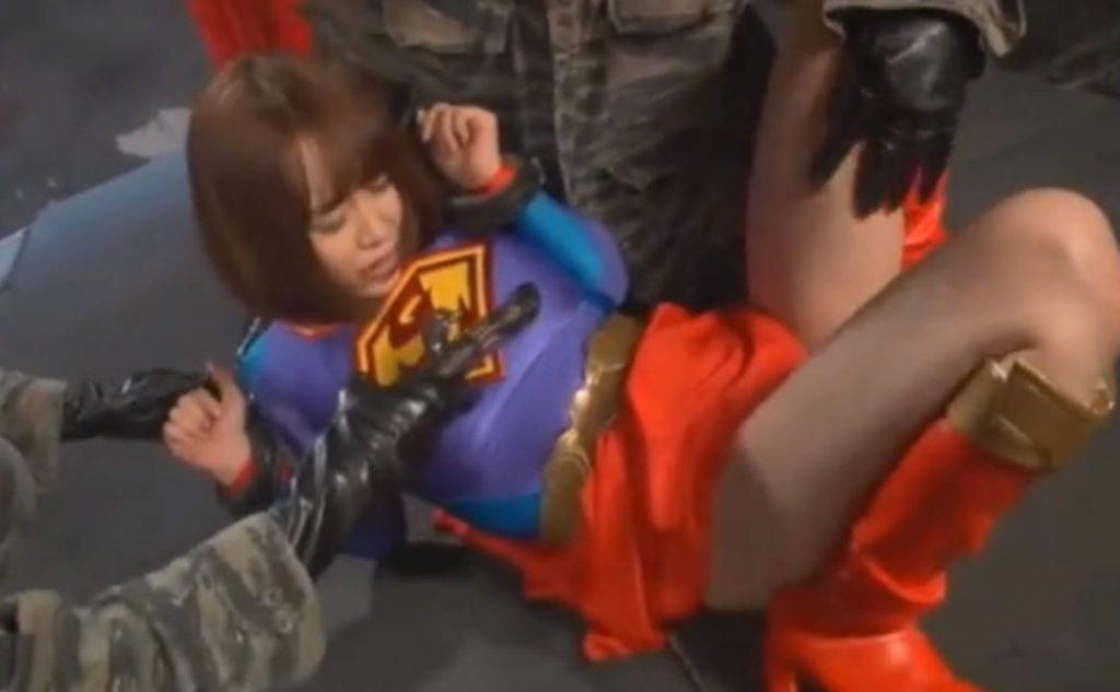 「離しなさい!」電動バイブでカラダ中を刺激されるショートヘア美少女ヒロイン!口マンコを犯されザーメンを発射されてしまう。