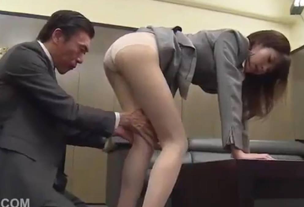 上司に狙われた美形オフィスレディ☆パンストの上からセクハラされ気づけば体も心も許してセックス奴隷に