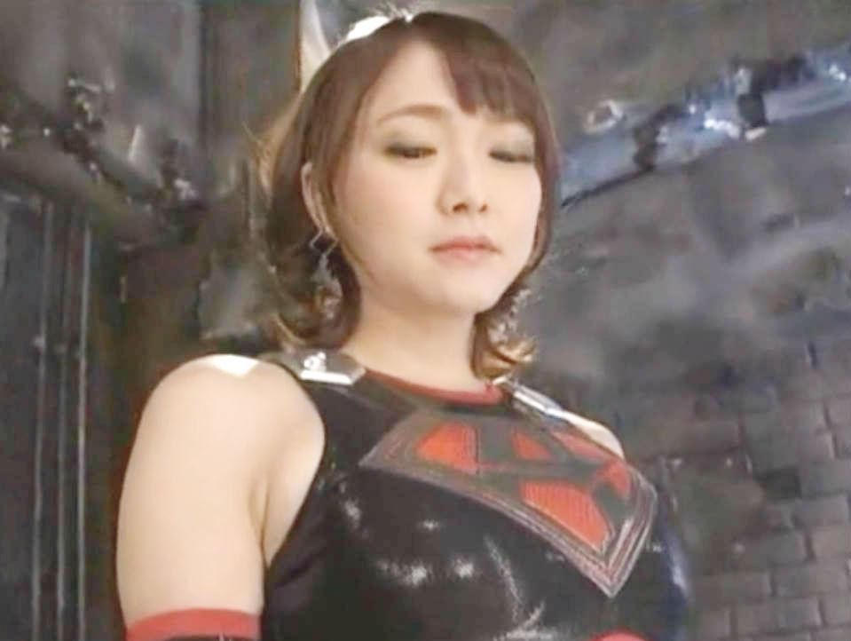 ショートヘア美少女戦士が悪に心を売り渡す☆戦隊ヒーローをとらえてチンポを弄り倒す痴女に変身
