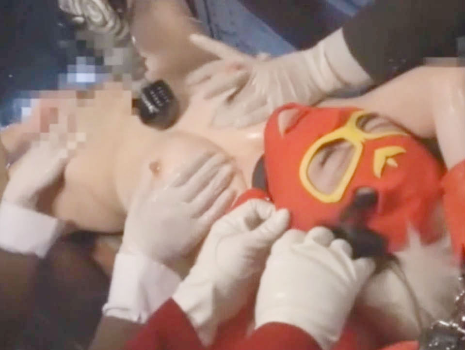 巨乳変身ヒロインがマスクを剥がされる屈辱☆両手足を拘束されたままローションヌルヌルでオマンコを弄られ悪に屈服してしまう