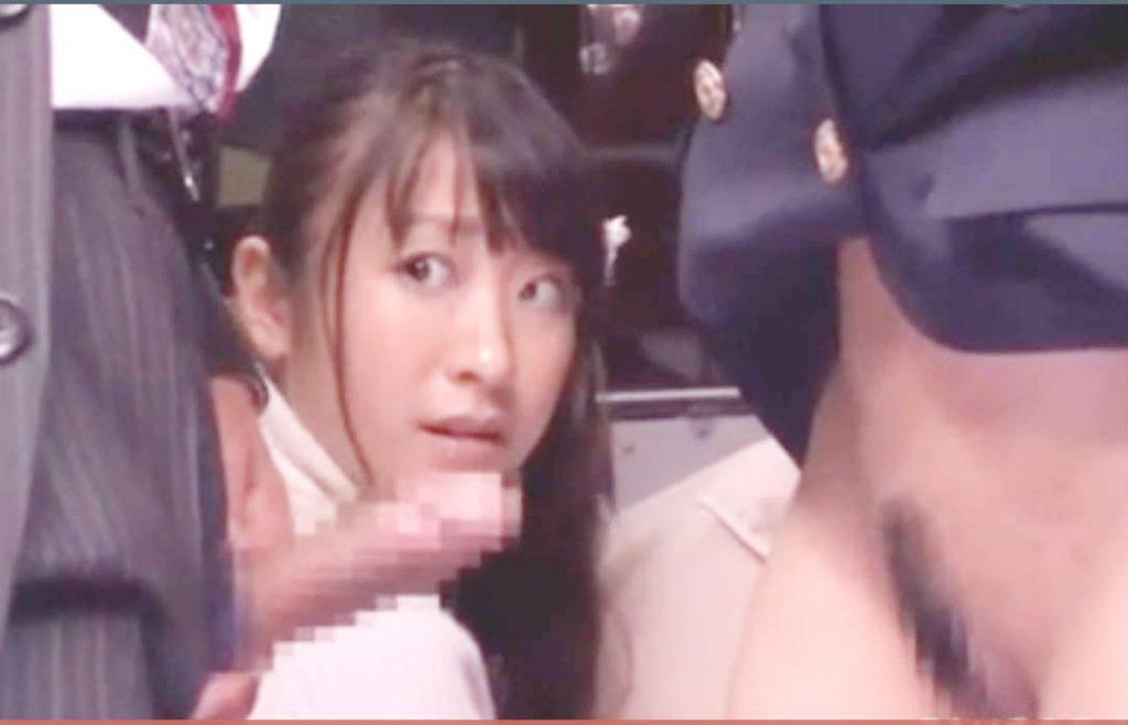 痴漢場面に遭遇するムチムチ美女☆発情してしまいバスの中でフェラチオしてバックからガン突きされてしまう