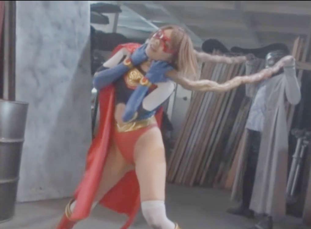 スレンダー女ヒーローが敵の魔の手に捕らわれる☆見えない敵にいやらしいことをされて徐々に追い込まれる