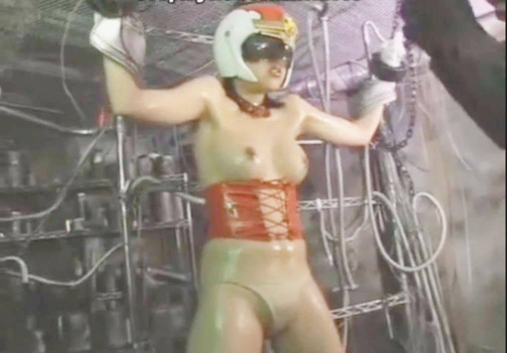 美乳変身ヒロインが両手を拘束されて敵の自由にされる☆身動き取れないまま攻撃を受け続けるしかない屈辱