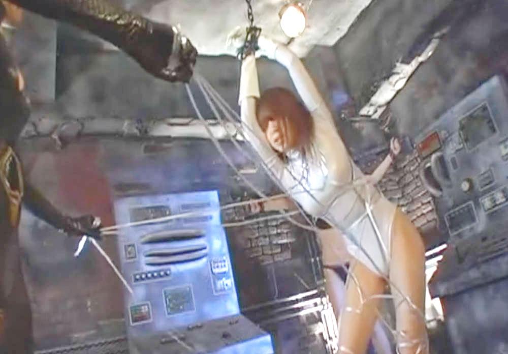 紐でがんじがらめにされる美少女変身ヒロイン☆電気を流され悶絶してしまう恥辱