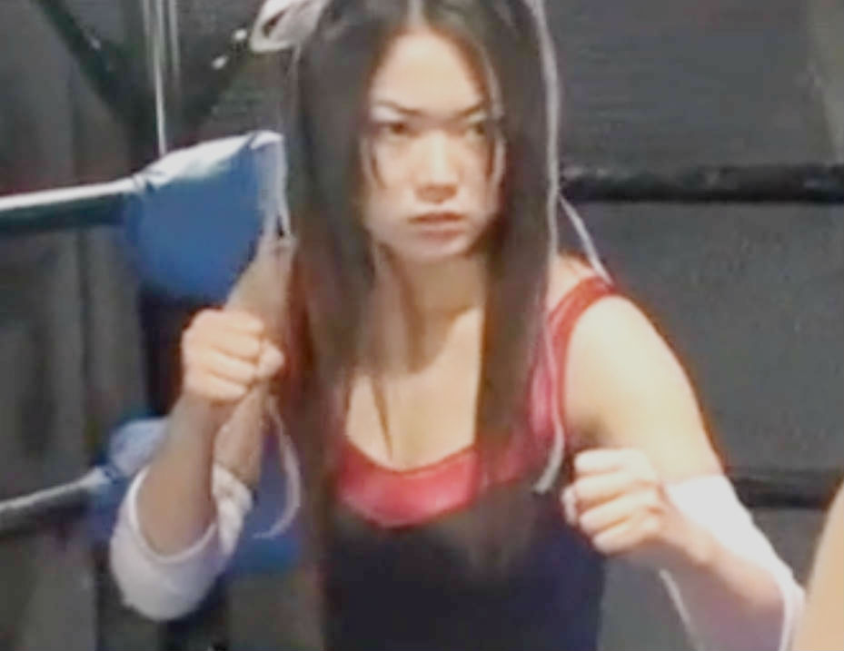 美少女戦士たちによるタッグマッチ☆キックや締め技などプロレス真剣勝負で決着はいかに?