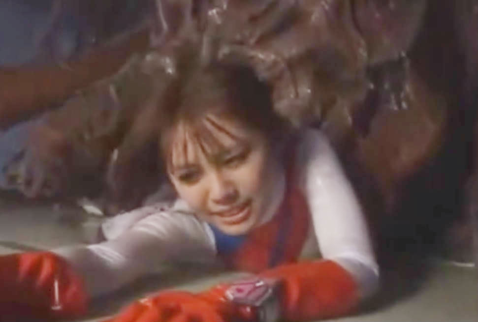 美少女仮面戦士が怪しい怪物に取り込まれそうになる☆いつの間にかコスチュームを脱がされ拘束状態に