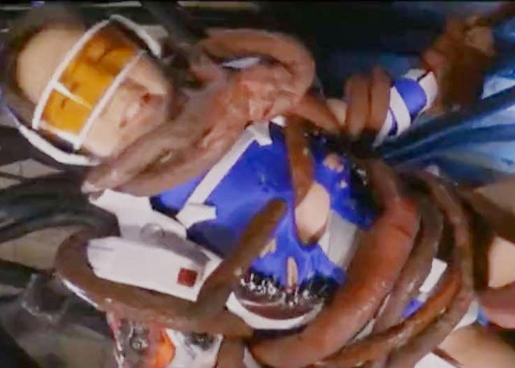 美少女変身ヒロインがバトルスーツの上から触手に絡めとられる☆弱ったところを怪人チンポでなぶられて陥落してしまう