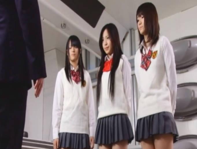 ミニスカ女子校生は実は変身ヒロイン☆地球の平和のため、秘密の警察官として日夜ひとしれず戦う