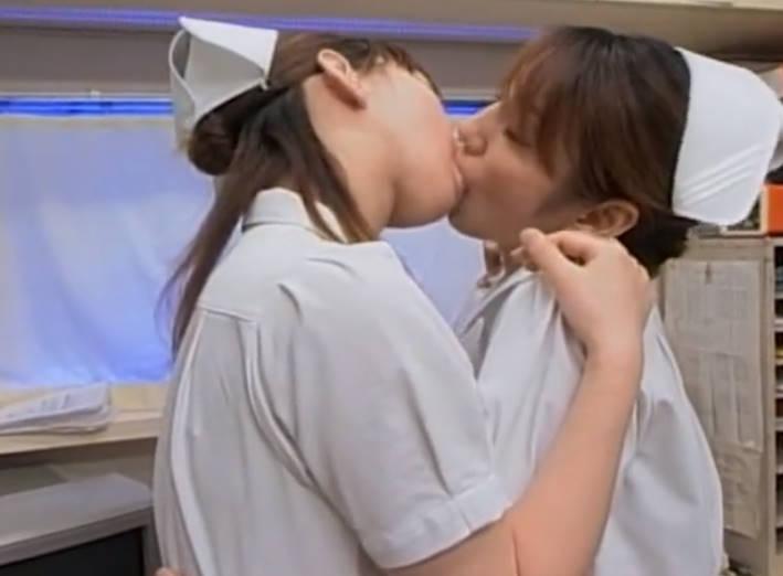 美人看護師同士のレズキス☆ストレスフルな職場でいけないことなのにエロティックな世界に陥るふたり
