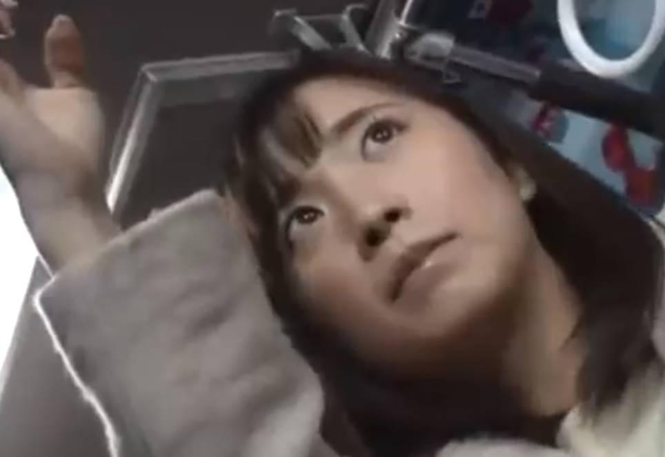 美形オフィスレディが痴漢バスに乗ってしまう悲劇☆極悪肉棒でバックでガン突きされて感じてしまう女