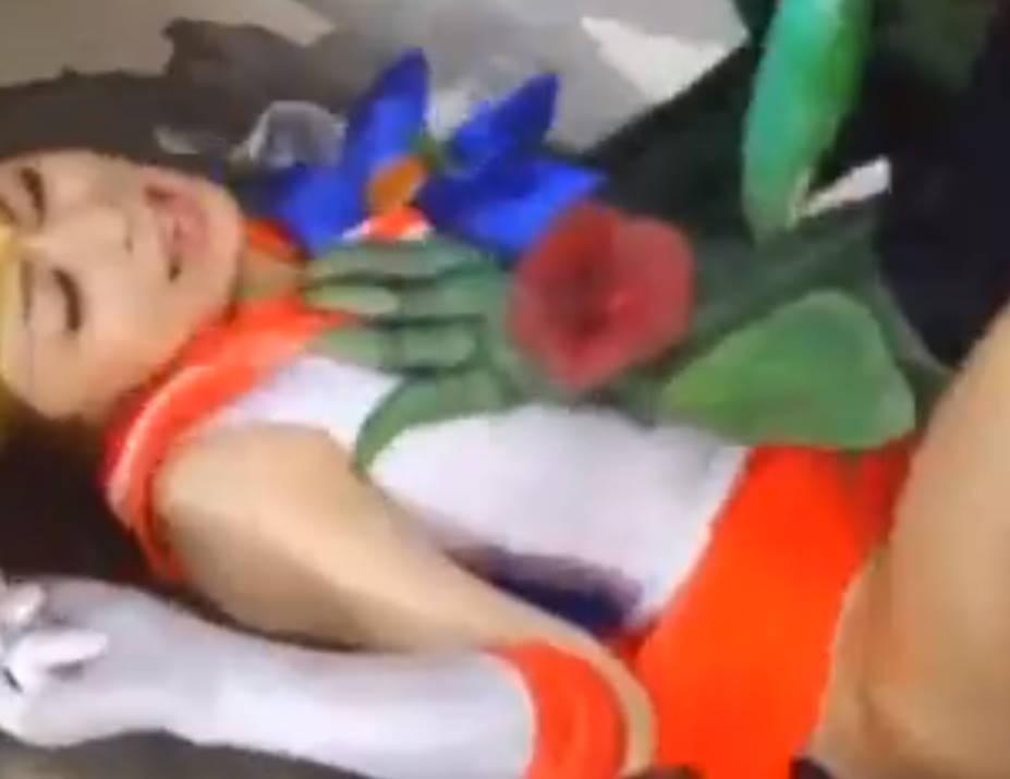 美少女戦士セーラー〇ーン風の変身ヒロインが触手チンポの餌食になって種付けまでされアヘ堕ち