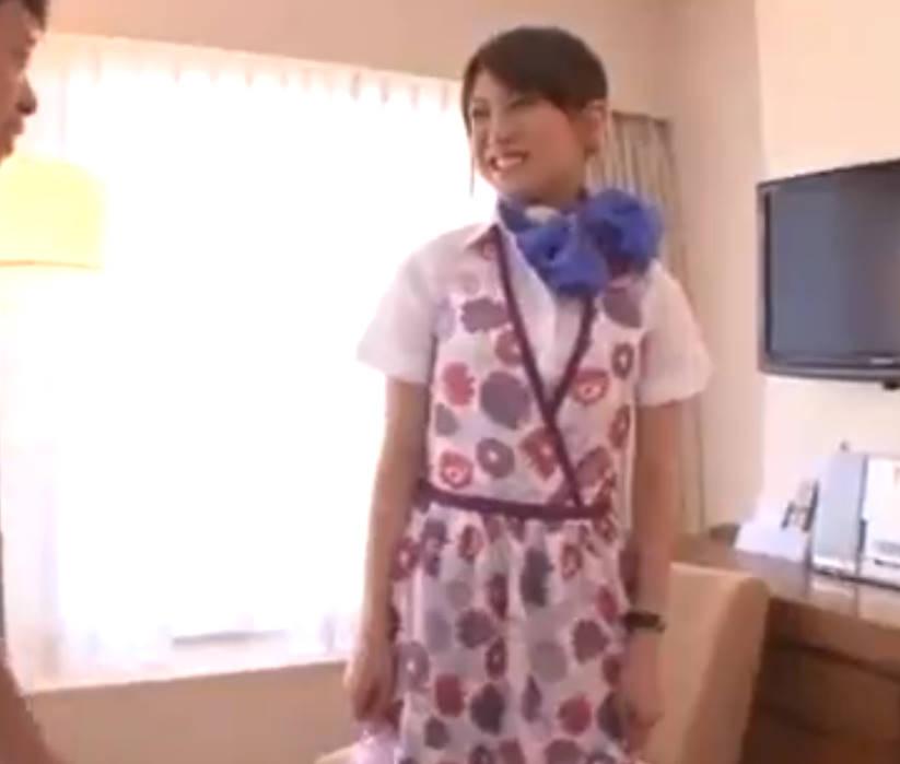 客室乗務員風の美少女をホテルで制服を脱がせる☆黒パンティの中をペロペロ変態チックに