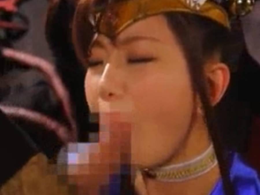 お口マ〇コに無理やりオトコ棒をねじ込まれる変身ヒロイン☆巨根でのイマラチオに苦しまられる
