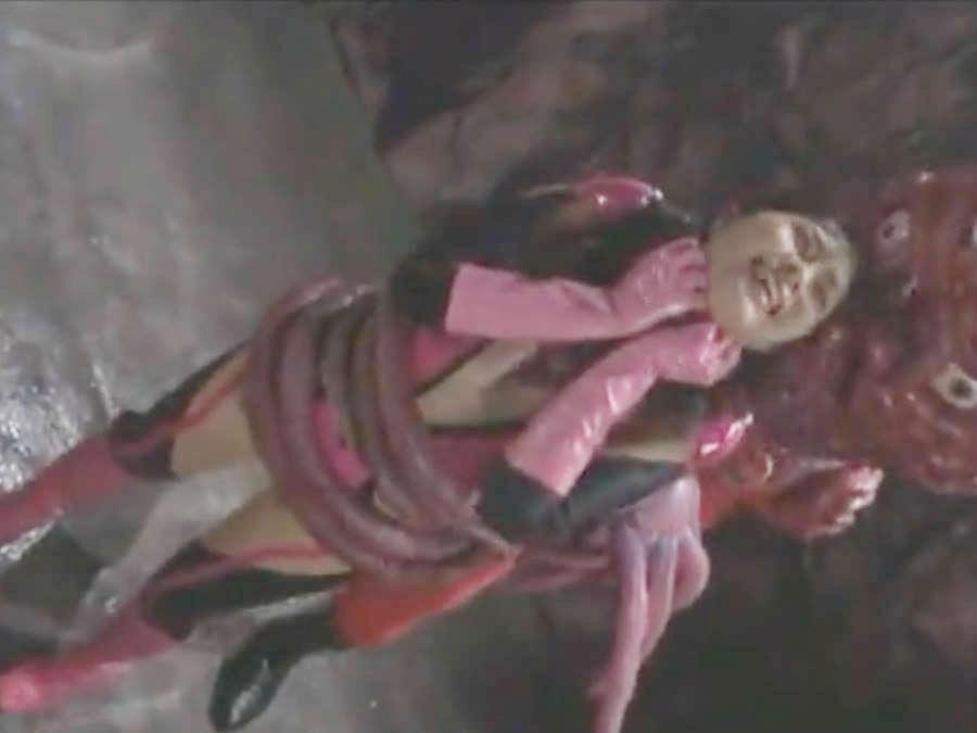 触手の怪人に捕らえられ、電気を流されて悶絶してしまう☆美少女変身ヒロイン危うし!