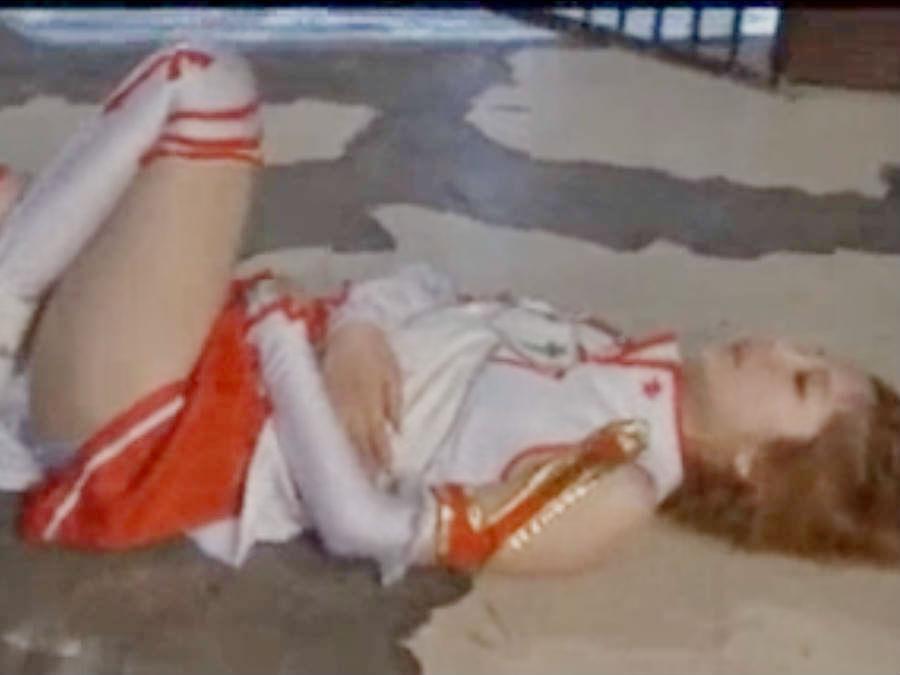 敵に圧倒的な力の差を見せつけられて敗北を喫する美少女変身ヒロイン☆セルフ首絞めの術に悶える