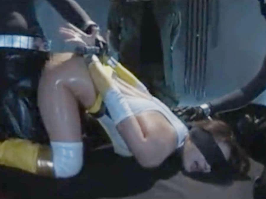 むっちり熟女の変身ヒロインが屈強な戦闘員に囲まれて辱めを受ける☆2本のおちんちんで犯されてメスとして目覚める