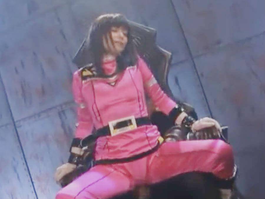 コスチューム着衣のままで犯される美少女ヒロイン・騎乗位で自ら腰を振ってヤンヤン喘ぎまくる