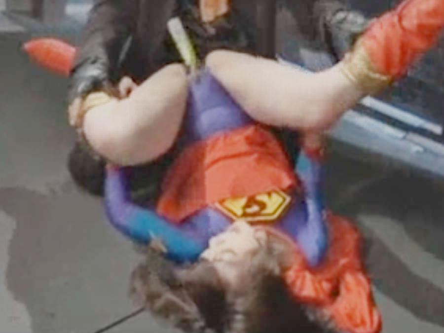 次から次に送り込まれる刺客に遂に弱点を暴かれるスーパーウーマン☆凌辱されて陥落させられる