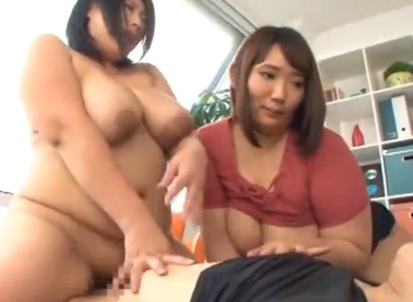 【ぽっちゃり】W痴女と股間も盛り上がる肉圧3P☆精子は全部吸い取られる