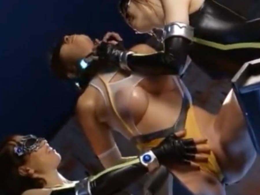 正義の戦士スパンデ〇サーが拘束状態で女幹部二人にムチムチエロボディをまさぐられる!