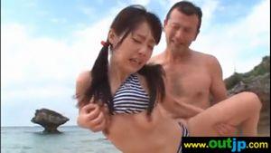 つぼみが浜辺で青姦セックス♡「あぁん…あぁん…」とあえぎまくる♡